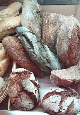 pan blanco, pan integral, de espelta, de malta, de centeno, de cereales, sin sal... panecillos de pistacho, de semillas de amapolas, de sésamo...