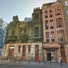 Dende a asociación veciñal Oza Gaiteira Os Castros, temos que volver a denunciar o estado de abandono no que se atopa o edificio sito na Avenida de Oza 152